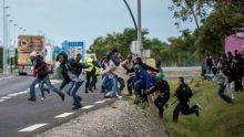 150730-calais-france-migrants-jpo-354a_037afc764ae03acd7725deac492d619e-nbcnews-ux-2880-1000-800x453