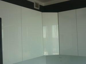 Białe lakierowane szafki Katowice 3