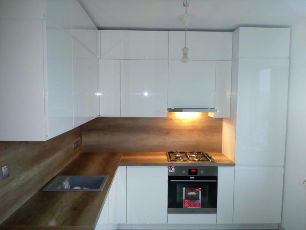 kuchnia na wymiar biała