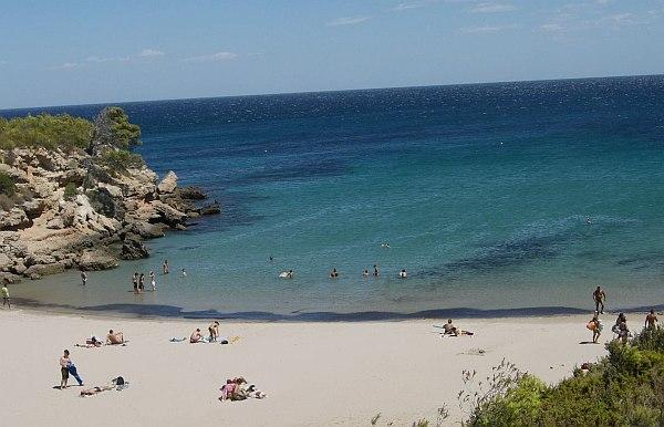 tengerpartja, egy kicsi strand