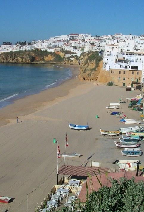 Kikötők és homokos tengerparti strand