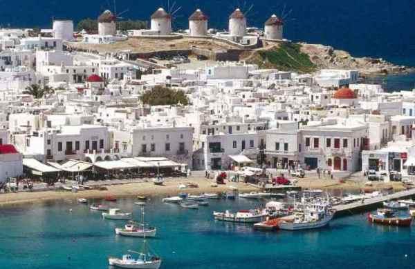 Görögország tengerpartja nyáron