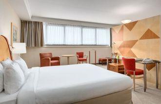 NH Hotel Brussels Airport egy szobája