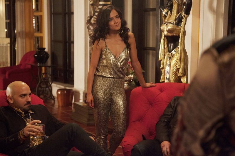 "QUEEN OF THE SOUTH -- ""Piloto"" Episode 101 -- Pictured: Alice Braga as Teresa Mendoza -- (Photo by: Eniac Martinez/USA Network)"