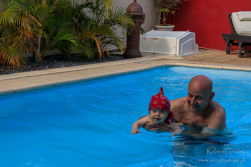 Na basenie w Lariad BnB