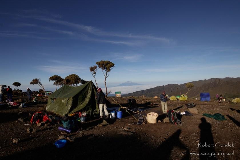 Obóz Shira o poranku