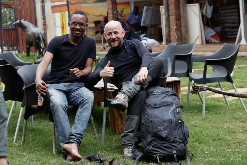 Robert i Damas - przewodnik po zejściu z Kilimandżaro