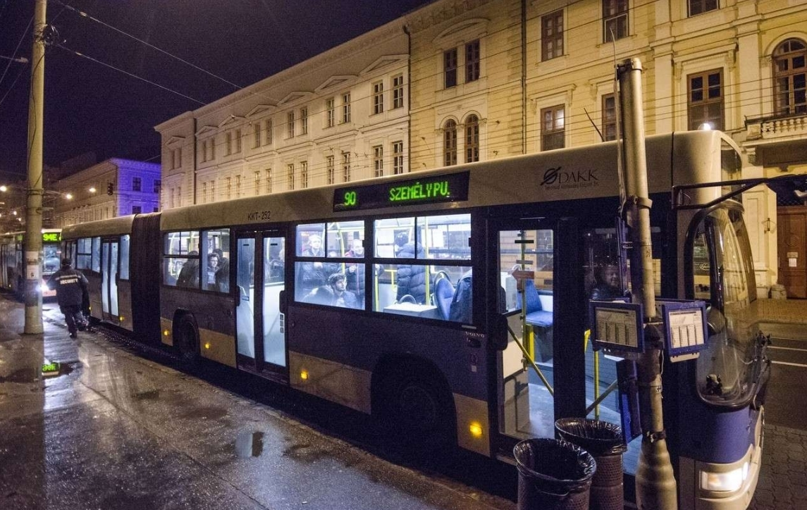 éjszakai busz járat 2015 11 29 vasárnap hajnal fotó segesvári csaba