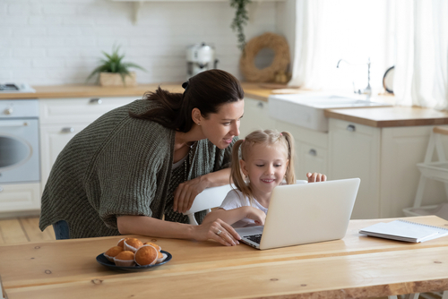 Loving,Young,Mum,And,Little,Preschooler,Daughter,Sit,At,Kitchen