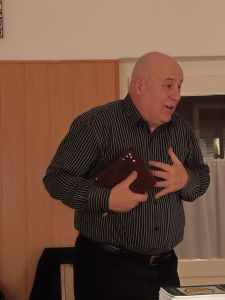 Végh Tamás lelkipásztor úr hirdeti az igét a Szivárvány-ház Fogyatékosok Református Otthonában