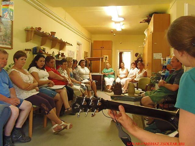 Formabontó evangelizáció a Szivárvány-házban