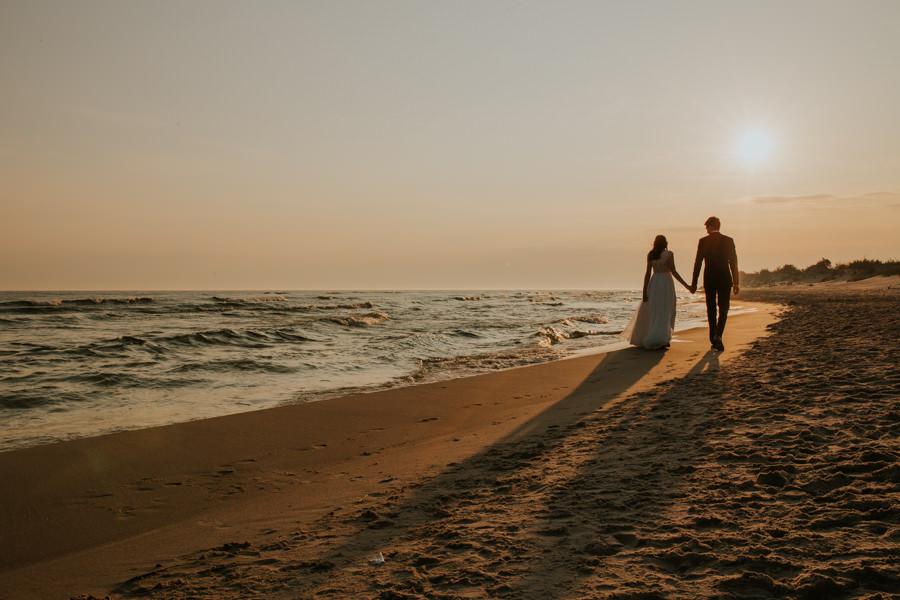 zdjęcia ślubne morze wschód słońca