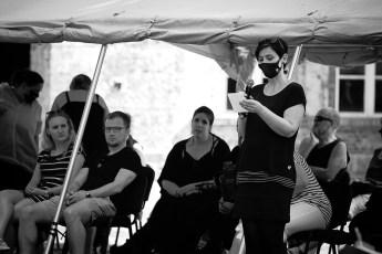 Dr. Anja Kretschmer liest Publikumsfragen vor