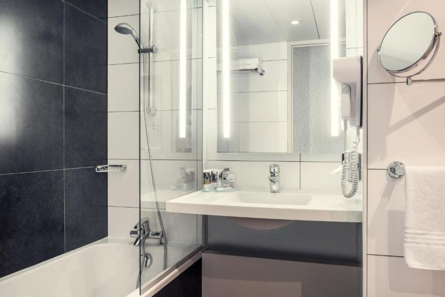 Hotel Mercure Paris Porte d Orleans  Montrouge  France   Booking com     Gallery image of this property