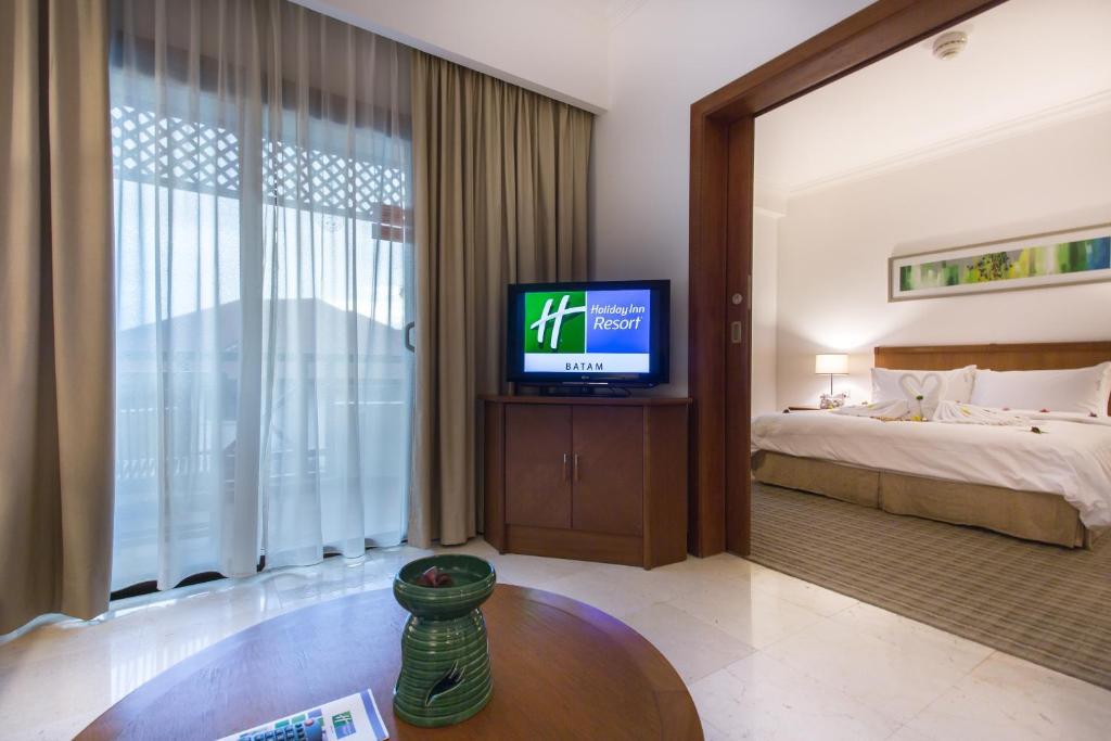 Holiday Inn Resort Waterfront