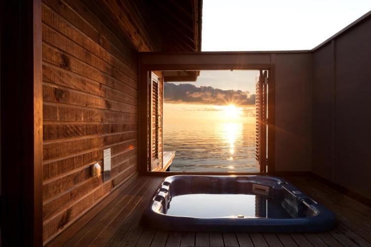 Водная вилла Veligandu Island Resort & Spa