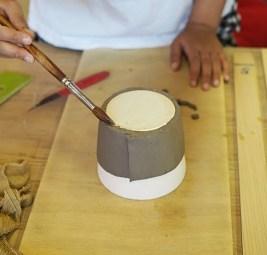 行程1:板状のねんどを型に巻きつける