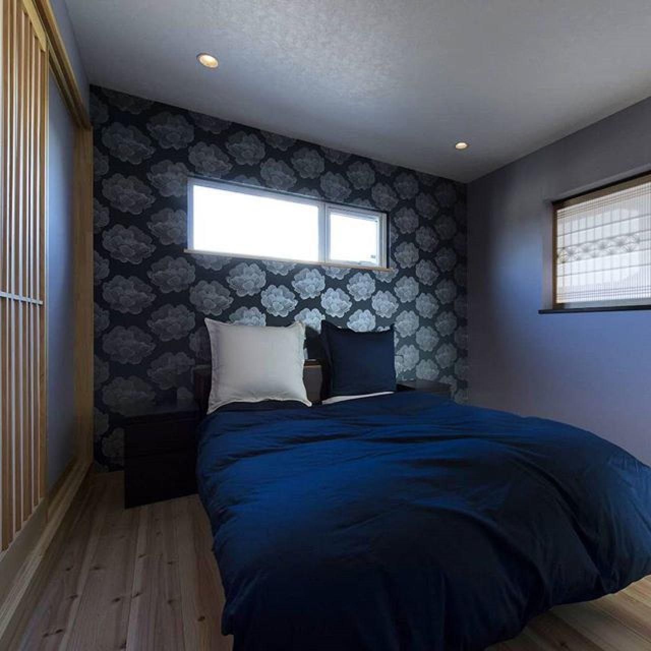 ブルーがラッキーカラーという事で適度にブルーを取り入れました。床材や建具等は杉で統一。斬新であり暖かみのある和モダンな寝室です。#和モダン #寝室 #ブルー #杉板 #手造り #自然素材の家 #注文住宅