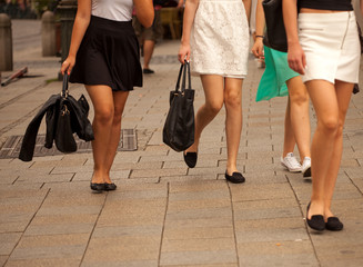 Kurze Röcke in der Stadt