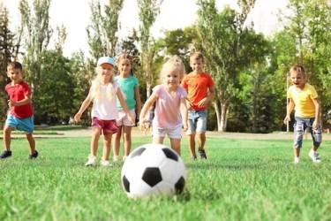sport_enfants_534361031 النشاط البدني في الصغر يحسّن الصحة عند الكبر sport