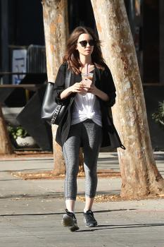 Lily Collins Picks Up Iced Coffee In 06 Oct 2017