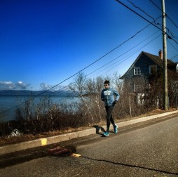 "Sebastien Sasseville running along the ""fleuve St-Laurent"""