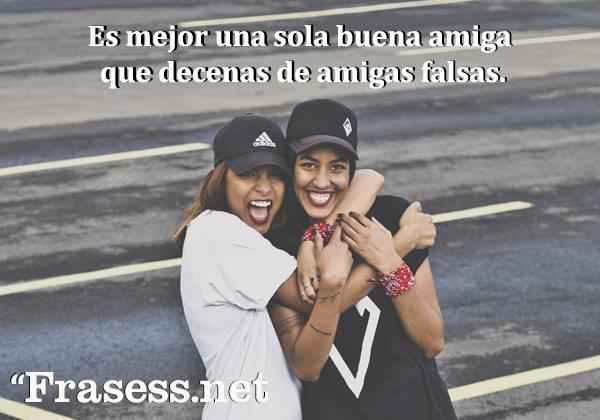 Frases de amistad falsa - Es mejor una sola buena amiga que decenas de amigas falsas.