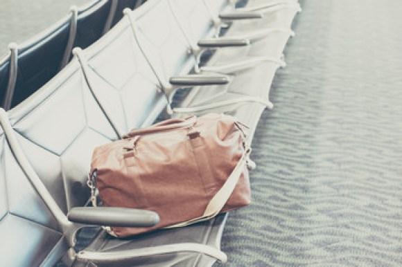 ベンチと鞄