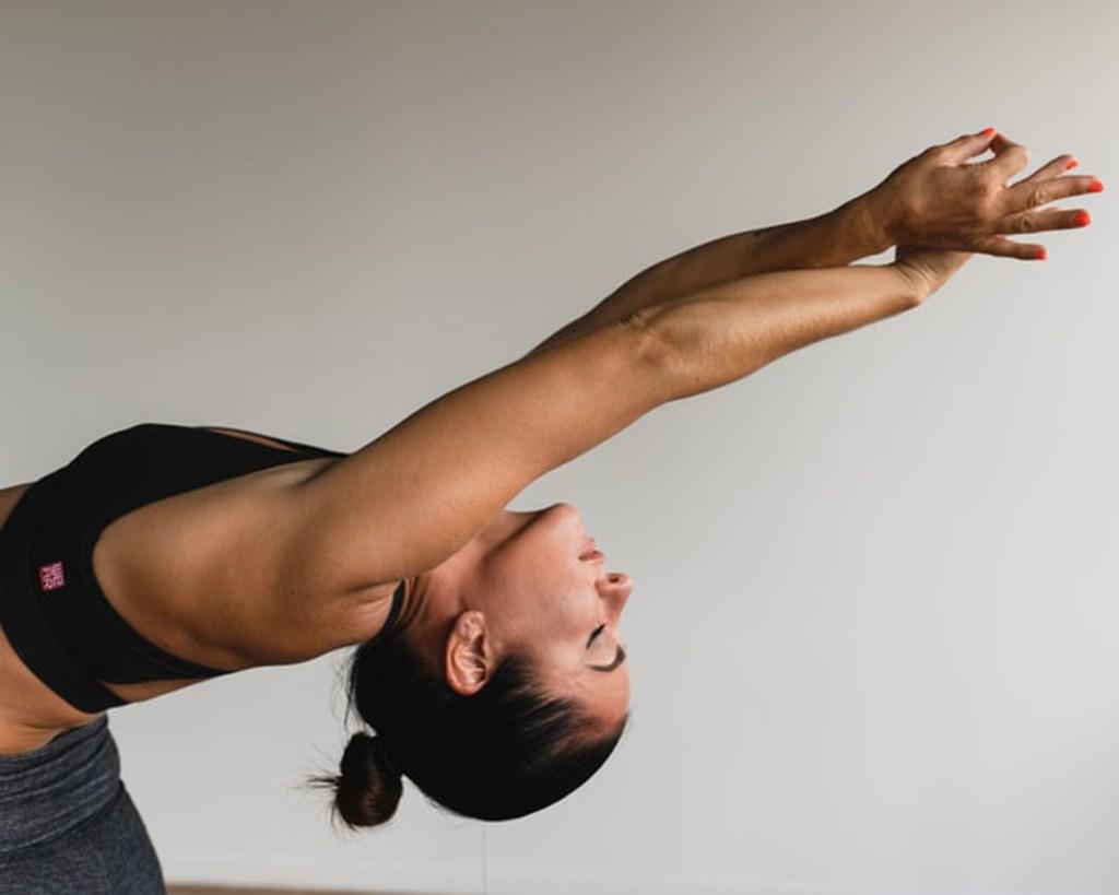 8 ejercicios para mejorar la postura: estiramientos simples para sentirte mejor