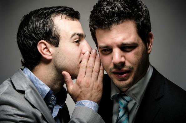 Geheimniskrämerei provoziert böses Blut und schadet damit der Unternehmenskultur. (Foto: Shutterstock)
