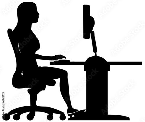 Silhouette De Femme Travaillant Sur Son Ordinateur