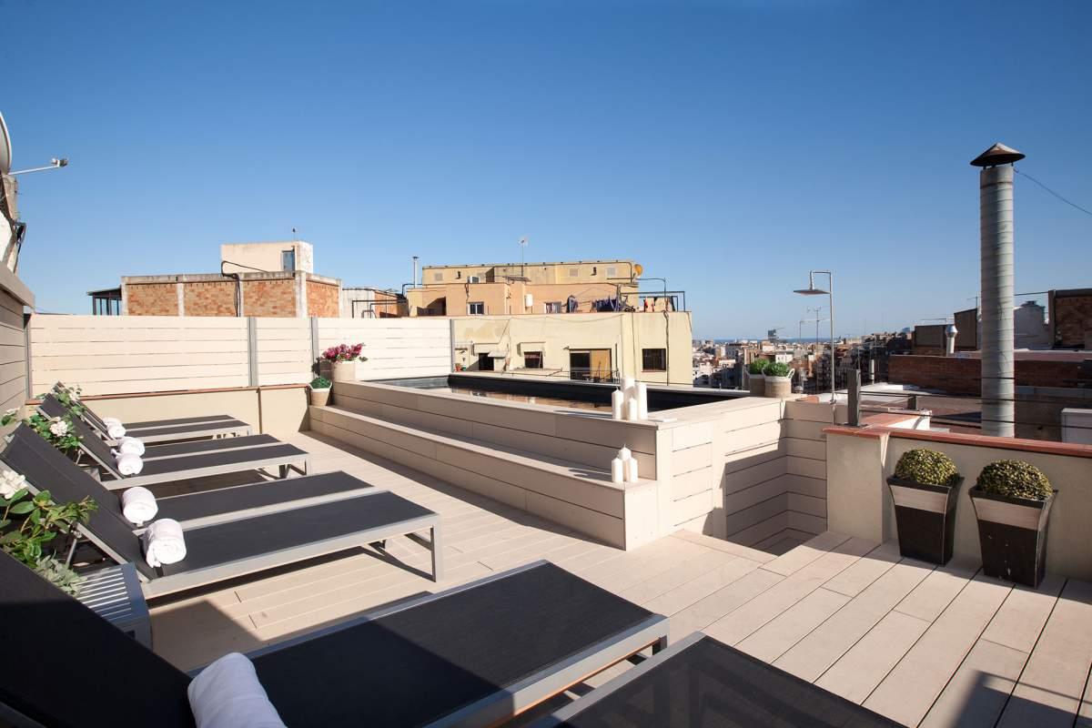 terrace-pool-apartment-holiday-gaudi-152-bcn-sagrada-familia_lg