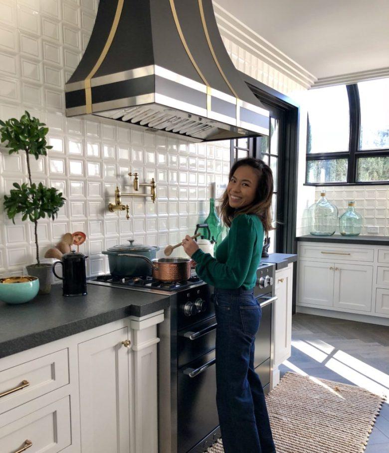 Linda-in-Kitchen-880x1024.jpeg