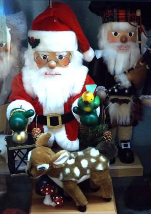 santa-nutcrackers-with-reindeer