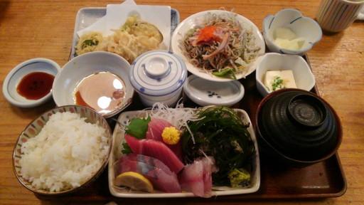 茅ヶ崎で海鮮が美味しいと噂の「あさまる」に行ってきました。