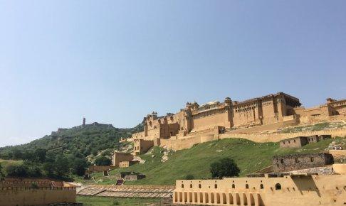 ジャイプールの城遠景