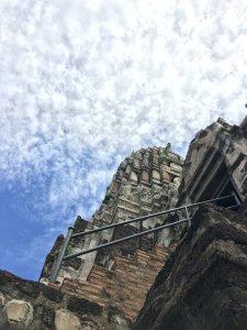急階段が続く仏塔
