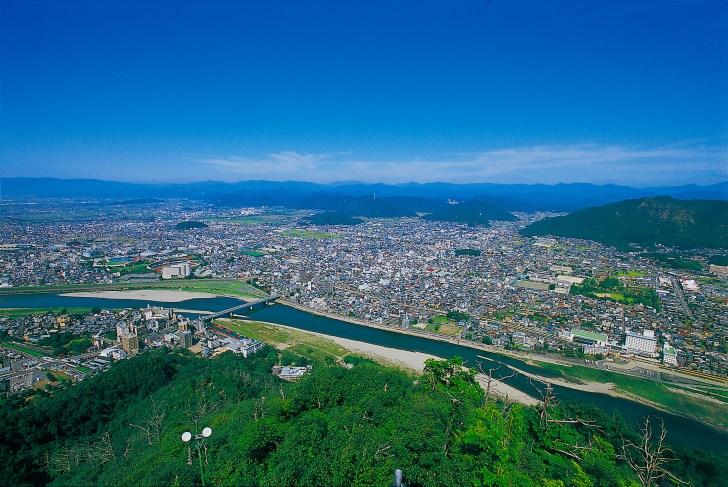 斎藤道三も眺めたであろう金華山からの長良川