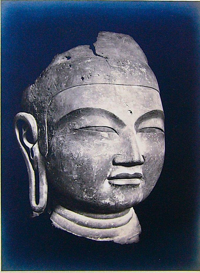 興福寺に所蔵される銅造仏頭(国宝)は、もと山田寺講堂本尊薬師如来像の頭部