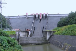 浅瀬石川ダム(虹の湖)