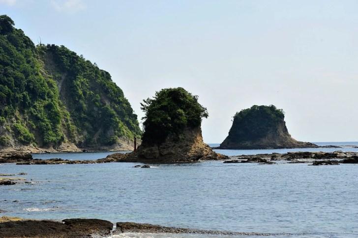 鯛の浦 左が小弁天島、右が大弁天島