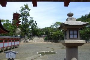 厳島神社・鏡の池