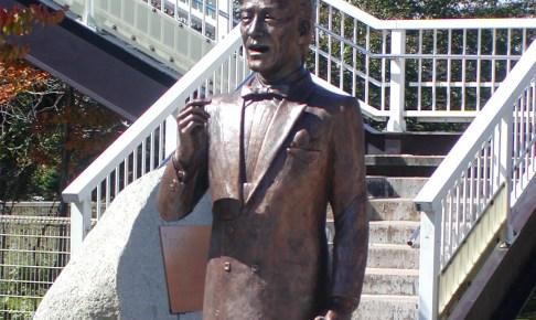 春日八郎記念公園・『別れの一本杉』歌碑
