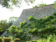 三の丸の堅固な石垣