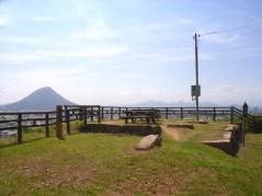 月見櫓跡から讃岐富士(飯ノ山)を眺望