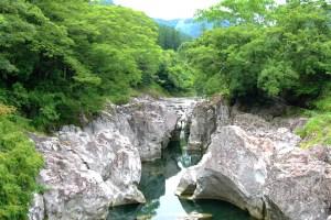 猿飛千壺峡(耶馬渓猿飛の甌穴群)