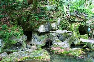 石山寺・くぐり岩