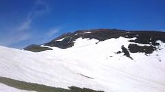姥沢側には雪渓が残る