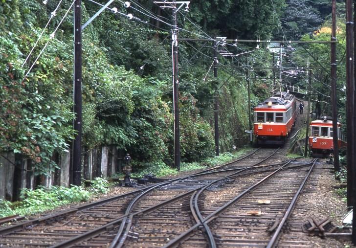 出山信号場のスイッチバック(箱根登山鉄道の特別の許可を得て撮影されたのもです。普段はこのような画像の撮影はできません)