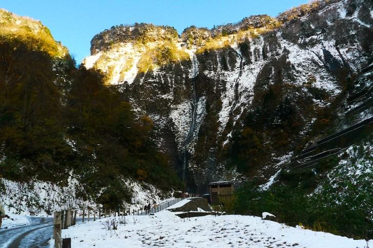これが「幻の日本一」ハンノキ滝。よく見ると真ん中に一条の筋が